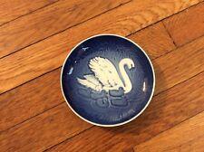 "Bing & Grondahl B& G 1976 Mother's Day Plate ""Swan & Cygnets"" Blue & White"