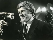 "ROBERT REDFORD ""VOTEZ MCKAY"" (THE CANDIDATE) MICHAEL RITCHIE PHOTO CM"