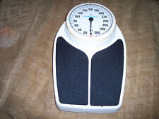 BIG SCALE HEALTH O METER 325 LBS FREE S/H