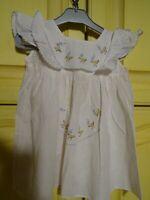 adorable robe ancienne de bébé surbrodée  les poussins  pour grande poupée ,bébé
