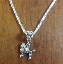 collier argenté 43 cm avec pendentif chien caniche 15x15 mm