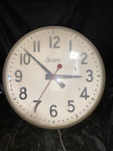 """Vintage Sessions Industrial 14"""" Metal Glass Painted Face Wall Clock Runs"""
