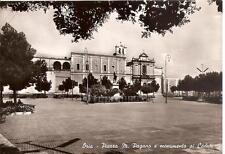 ORIA  -  Piazza M. Pagano e monumento ai Caduti
