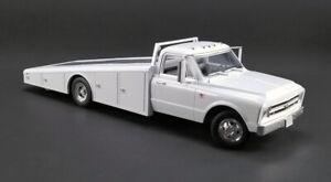 1:18 scale Chevrolet C-30 Ramp Truck (1967) (White) Die-cast Model - A1801700