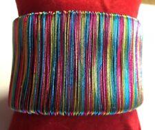 Beau bracelet rigide fils multicolores ouvrant base couleur argent bijou rétro