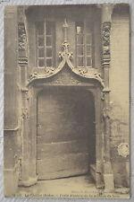 """CPA """" La Châtre - Porte d'entrée de la maison de bois"""