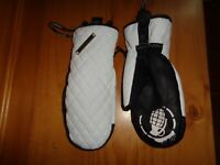 GRENADE  WHITE/BLACK PROM DATE  QUILTED   WINTER SNOW SKI MITTEN GLOVES NEW M