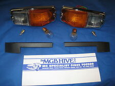 MG NEW PAIR MGB R/B TO C/B CONVERSION FRONT WING PLINTHS AND SIDELAMP ASSY' *D2C