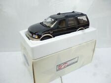 1:18 UT Models Ford Expedition Eddie Bauer  Black /  silver M IBox
