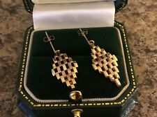 9CT/K/CARAT YELLOW GOLD, ROSE AND YELLOW GOLD DROP EARRINGS.  GATE LINK 1.47 g.