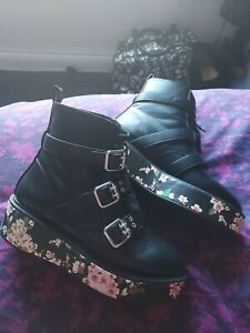 Asos Black Ladies Ankle Flatform Boots With Cute Floral Side Sole. Size 7