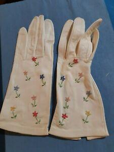 Vintage ladies kid leather gloves, embroidered