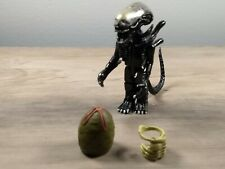 Diamond Select Toys 3 inch Alien Figure with Egg and New Hatch