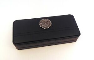 Tudor Rose Design Black Faux Leather Pen Box & Pens Mum Dad Wedding Xmas Gift