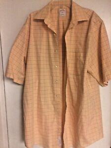 Brooks Brothers 16 6/7 Men's Large Salmon Button Up Short Sleeve Dress Shirt.