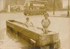 ANGLETERRE 1957 - Bus à impériale Enfants Baignade Abreuvoirs Londres - PR 849