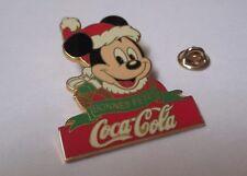 pin's Mickey - bonnes fêtes (signé Disney Coca Cola) hauteur: 5,1 cm