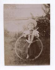 PHOTO ANCIENNE Enfant Cerceau Jeu Jouet Jardin Vers 1900 Chapeau Mode Roue