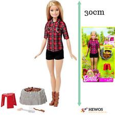 Barbie Poupée Campfire Camping 30cm Feu lumineux sonore et vocale Mattel Fdb44