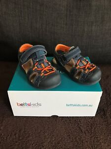 BOYS TODDLER SANDALS SHOES SIZE 4