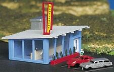 BACHMANN  N SCALE DRIVE-IN BURGER STAND BUILT-UP BUILDING