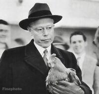 1952 Senator Robert Taft - Alfred Eisenstaedt Chicken Politics Vintage Photo Art