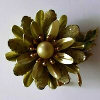 Vintage Flower Brooch Green Enamel Pearl Tone Fashion Lapel Pin Bling