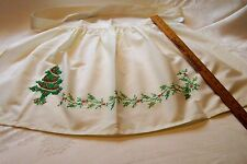 VINTAGE APRON CHRISTMAS  TREE HOLLY BERRYS FLOWER FLORAL LOOKS AS NEVER USED