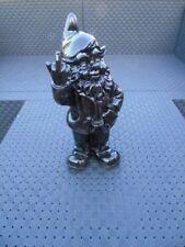 NAIN au doigt d honneur noir , statue d un nain de jardin . nouveau  !