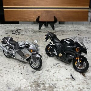 Maisto Suzuki GSX 1300 Kawasaki Ninja Lot Of 2 Motorcycles Plastic Models Bike