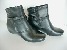 Yuu Scarlet Black Ankle Boots 8.5 Medium