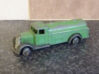 POST-WAR DINKY TOYS No.25D TRUCK GREEN BODY WITH BLACK ARCHES