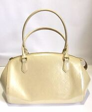 LOUIS VUITTON VERNIS MONOGRAM PEARL WHITE 'SHERWOOD' GM HANDBAG, $2350