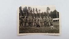 Foto AK 27K1337 Gruppe Soldaten am Wald ca. 6x9cm