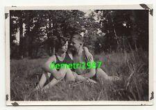 Foto halbnackter Soldat mit Freund oder Freundin im Gras 1932 gay nude naked !