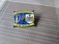 LEEDS United v BRISTOL City 2011 - 2012 Championship Game FOOTBALL Pin Badge