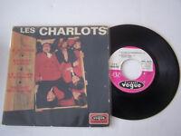 EP 45 T VINYL 4 T , LES CHARLOTS , JE M ' ENERVE . VG - / VG . LANGUETTE