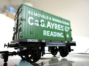 Dapol 'GWR Conflat Wagon & C&G Ayres Furniture Container.' B91. OO Gauge.