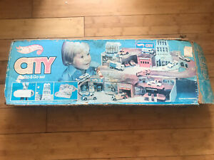 VTG 1979 Hot Wheels Mattel City Sto-And-Go Folding Play Set Complete With Box!!!