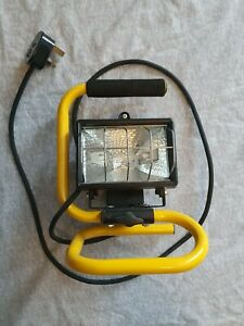 Florescent site lights 240v with working bulb and plug