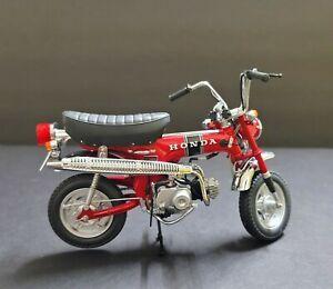 Ebbro Scale Model 1/10 Honda Dax 50 Red color Rare Collection