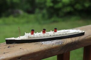 England Tri-ang Minic Cunard Lines RMS Queen Mary Painted Diecast Model M.703
