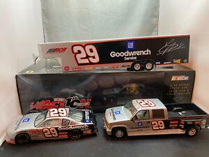 Action Kevin Harvick GM 2002 CCTC Truck NASCAR & Hauler Trailer 1/24 Diecast Set