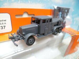 Roco-Minitanks : camion citerne  militaire  ech ho 1/87 ref : 737