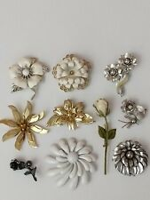 silver tone, 10 in lot Vintage floral brooches: gold and