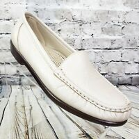 SAS Simplify Womens Slip-On Loafer Shoes Pearl Bone White Moccasin US Size 9 EUC