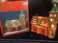CALDOR Share The Joy CHRISTMAS VILLAGE FIRE STATION LIGHTED BUILDING 1993 EUC