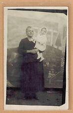 Carte Photo vintage card RPPC femme avec bébé manteau mode fashion pz0303