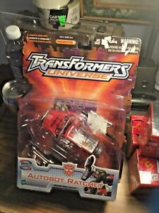 Transformers- Universe- Autobot Ratchet- 2003 - Sealed With Package Wear See Pic