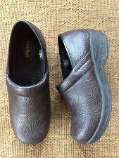 safetstep safe t step slip resistant brown tooled clogs work safety shoes 6 375 - Safetstep